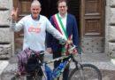 La storia: A 82 anni Janus gira il mondo in bici, i Comuni di Terni, Narni e Amelia lo hanno salutato