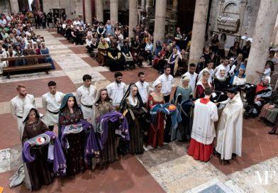 Narni, Rivincita: Folla in cattedrale per la benedizione dei 9 fantini giostranti
