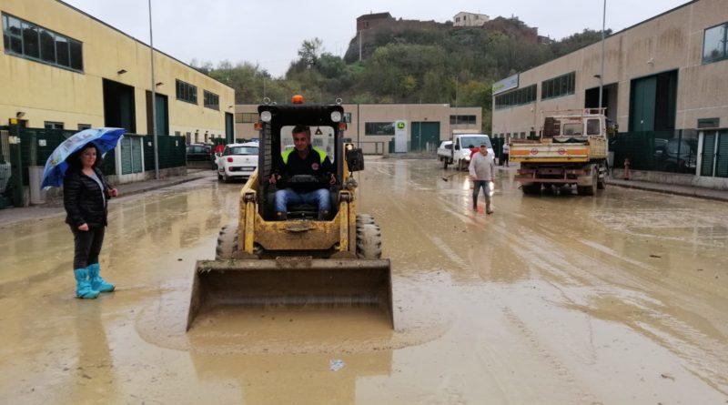 Otricoli, esonda l'Aia: Devastata l'area industriale