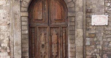 Narni, le pietre parlano: il Portale Lambardi e un cavaliere di Santo Stefano
