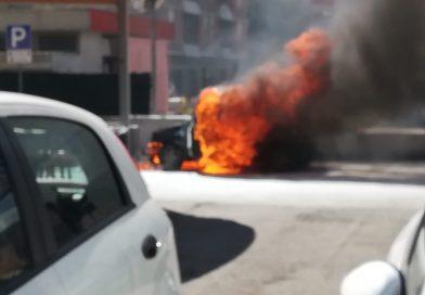 Narni, auto a fuoco allo scalo, paura e traffico bloccato